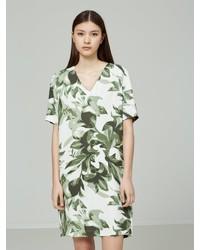 grünes Freizeitkleid mit Blumenmuster von Selected Femme