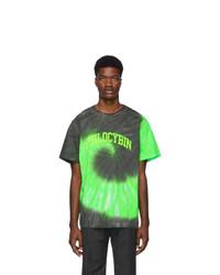 grünes T-Shirt mit einem Rundhalsausschnitt mit Batikmuster
