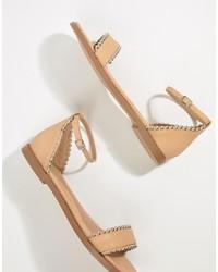 hellbeige beschlagene flache Sandalen aus Leder von Missguided