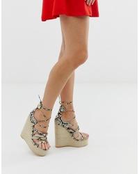 hellbeige Keilsandaletten aus Leder mit Schlangenmuster von SIMMI Shoes