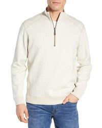hellbeige Pullover mit einem Reißverschluss am Kragen