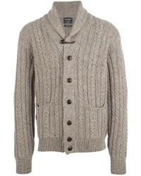 hellbeige Pullover mit einer weiten Rollkragen