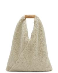 hellbeige Shopper Tasche aus Pelz von MM6 MAISON MARGIELA