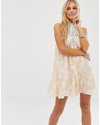hellbeige Spitze schwingendes Kleid mit Blumenmuster von En Creme