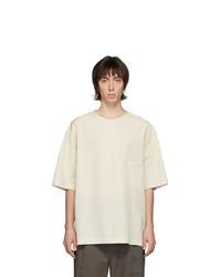 hellbeige T-Shirt mit einem Rundhalsausschnitt von Lemaire