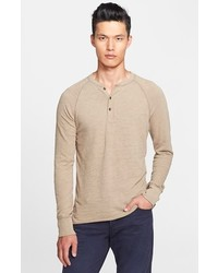 hellbeige T-shirt mit einer Knopfleiste