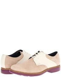 hellbeige Wildleder Derby Schuhe