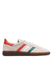hellbeige Wildleder niedrige Sneakers von adidas