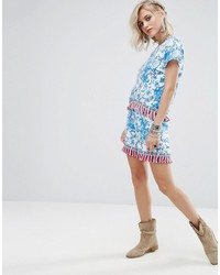 hellblaue bedruckte Shorts von Glamorous