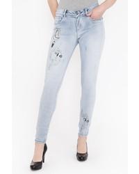 hellblaue bestickte Jeans von BLUE MONKEY