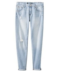 hellblaue Boyfriend Jeans mit Destroyed-Effekten