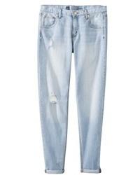 hellblaue Boyfriend Jeans mit Destroyed-Effekten