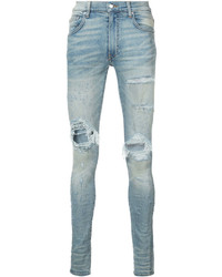 hellblaue enge Jeans mit Destroyed-Effekten