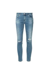 hellblaue enge Jeans mit Destroyed-Effekten von AG Jeans