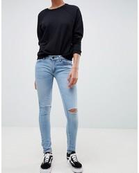 hellblaue enge Jeans mit Destroyed-Effekten von Criminal Damage