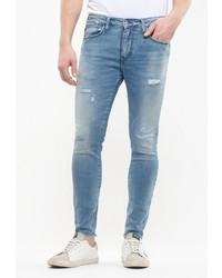 hellblaue enge Jeans mit Destroyed-Effekten von Le Temps des Cerises