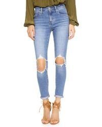 hellblaue enge Jeans mit Destroyed-Effekten von Levi's