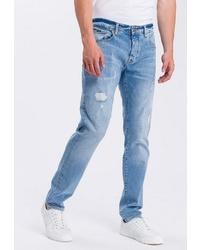 hellblaue Jeans mit Destroyed-Effekten von Cross Jeans