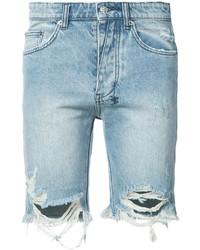 hellblaue Jeansshorts mit Destroyed-Effekten