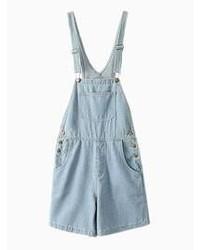 hellblaue kurze Latzhose aus Jeans