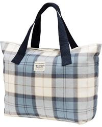 hellblaue Shopper Tasche aus Segeltuch mit Karomuster von Barbour