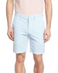 hellblaue vertikal gestreifte Shorts aus Seersucker
