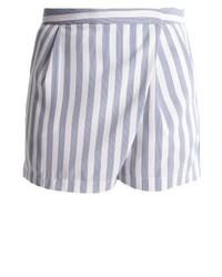 hellblaue vertikal gestreifte Shorts von KIOMI