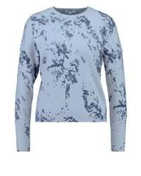hellblauer bedruckter Pullover mit einem Rundhalsausschnitt von KIOMI