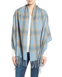 hellblauer Schal mit Schottenmuster