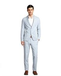 hellblauer vertikal gestreifter Anzug