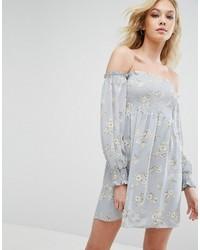 hellblaues bedrucktes schulterfreies Kleid aus Jeans von Missguided
