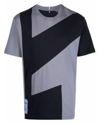 hellblaues bedrucktes T-Shirt mit einem Rundhalsausschnitt von McQ