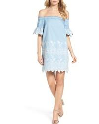 hellblaues Schulterfreies Kleid