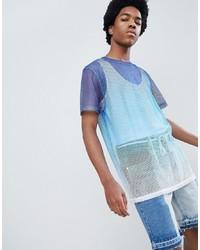 hellblaues T-Shirt mit einem Rundhalsausschnitt aus Netzstoff