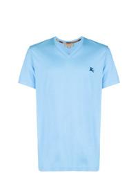 hellblaues T-Shirt mit einem V-Ausschnitt von Burberry