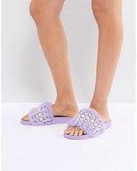 hellviolette beschlagene flache Sandalen aus Pelz von Jeffrey Campbell