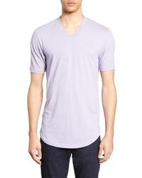 hellviolettes T-Shirt mit einem V-Ausschnitt