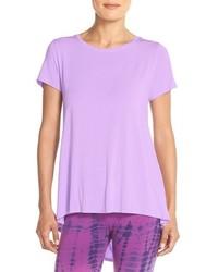 hellviolettes T-Shirt mit einem Rundhalsausschnitt