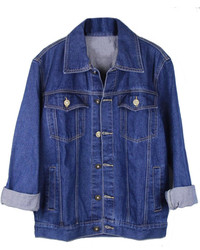 Die Paarung aus Blauen Jeans und einer Jeansjacke ist eine komfortable Wahl, um Besorgungen in der Stadt zu erledigen.