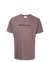 lila bedrucktes T-Shirt mit einem Rundhalsausschnitt