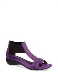 lila Leder Sandaletten
