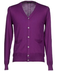 lila Strickjacke