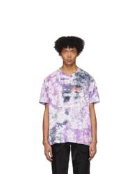 lila T-Shirt mit einem Rundhalsausschnitt mit Batikmuster