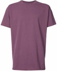 lila T-Shirt mit einem Rundhalsausschnitt