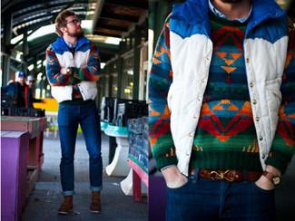 Mehrfarbigen Pullover mit einem Rundhalsausschnitt kombinieren: trends 2020: Erwägen Sie das Tragen von einem mehrfarbigen Pullover mit einem Rundhalsausschnitt und dunkelblauen Jeans, um mühelos alles zu meistern, was auch immer der Tag bringen mag. Vervollständigen Sie Ihr Outfit mit einer braunen Lederfreizeitstiefeln, um Ihr Modebewusstsein zu zeigen.