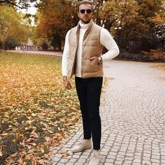 Jacke kombinieren – 500+ Herren Outfits: Tragen Sie eine Jacke und eine schwarze Chinohose für ein bequemes Outfit, das außerdem gut zusammen passt. Hellbeige Chukka-Stiefel aus Wildleder sind eine gute Wahl, um dieses Outfit zu vervollständigen.