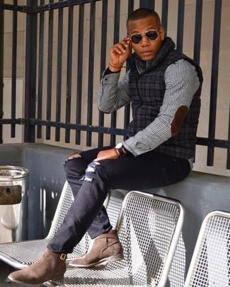 20 Jährige: Schwarzen Rollkragenpullover kombinieren – 277 Herren Outfits: Entscheiden Sie sich für einen schwarzen Rollkragenpullover und schwarzen Jeans mit Destroyed-Effekten für einen entspannten Wochenend-Look. Komplettieren Sie Ihr Outfit mit braunen Chelsea Boots aus Wildleder, um Ihr Modebewusstsein zu zeigen.
