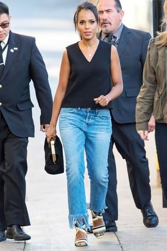 Mehrfarbige Leder Sandaletten kombinieren: trends 2020: Probieren Sie diese Kombi aus einem schwarzen ärmellosem Oberteil und blauen Jeans mit Fransen, umein aufregenden Casual-Outfit zu kreieren, der im Kleiderschrank der Frau nicht fehlen darf. Mehrfarbige Leder Sandaletten sind eine kluge Wahl, um dieses Outfit zu vervollständigen.