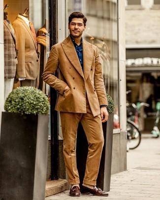 Hellbeige Socken kombinieren: Kombinieren Sie einen beige Cordanzug mit hellbeige Socken, um einen lockeren, aber dennoch stylischen Look zu erhalten. Setzen Sie bei den Schuhen auf die klassische Variante mit braunen Leder Slippern mit Quasten.