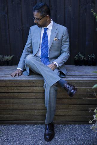 Dunkelbraune Leder Brogues kombinieren – 500+ Herren Outfits: Geben Sie den bestmöglichen Look ab in einem grauen Anzug mit Schottenmuster und einem weißen Businesshemd. Wenn Sie nicht durch und durch formal auftreten möchten, vervollständigen Sie Ihr Outfit mit dunkelbraunen Leder Brogues.